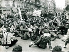 Stampa fotograficaMAGGIO 1968 - IL POTERE È SULLA STRADA - ARTPHOTOLIMITED