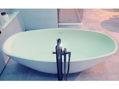 Vasca da bagno centro stanza ovale in Solid SurfaceTURQUOISE - MOMA DESIGN BY ARCHIPLAST
