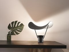 Lampada da tavolo a LED in metallo verniciatoVOLLEE TL - MASIERO