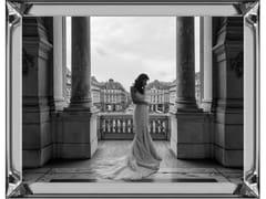 Stampa fotograficaWAITING ON A BALCONY - MONDIART INTERNATIONAL