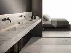 Mobile lavabo doppio sospeso in marmo di CarraraCONTRACT | Mobile lavabo sospeso - FIORA