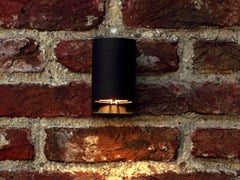 Lampada da parete per esterno a luce diretta in ottoneWALLY - ROYAL BOTANIA
