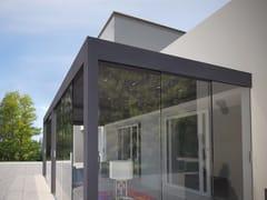 Pergola bioclimatica addossata con vetri perimetraliWATERPROOF | Pergola vetrata addossata - WATERPROOF