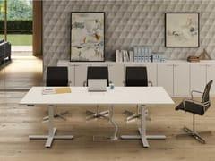 Tavolo da riunione ad altezza regolabile rettangolare in nobilitato con sistema passacaviWINGLET | Tavolo da riunione ad altezza regolabile - BRALCO