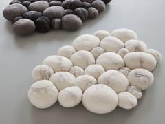 Tappeto per bagno fatto a mano in feltro di lanaPEBBLE | Tappeto per bagno in feltro di lana - RONEL JORDAAN™