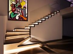 Scala a giorno in legno con LEDZIG-ZAG LED - SILLER TREPPEN