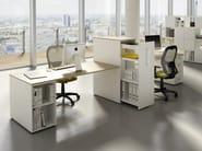 Postazione di lavoro multipla con scaffale integrato DORIA | Postazione di lavoro con scaffale integrato by CUF Milano