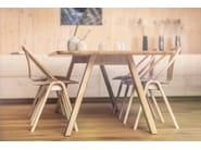 Stapelbarer Stuhl aus Holz mit Armlehnen AGAIN | Stuhl by TON