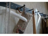 Appendiabiti da parete in acciaio HELLOGOODBYE by Atelier Haußmann