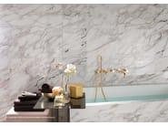Rivestimento in ceramica a pasta bianca effetto marmo
