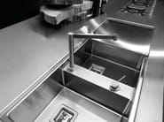 Cucina in acciaio inox con isola SKIN INOX SCOTCH-BRITE by Xera by Arex