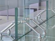 Accessori universali per accoppiamento di lastre di vetro