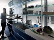 Glass fitted kitchen ARTEMATICA VITRUM - BLU by VALCUCINE