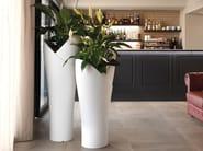 Plantador alto de polietileno ASSIA | Plantador by Lyxo Design