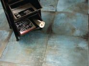 Pavimento/rivestimento in gres porcellanato effetto metallo