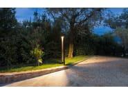 TETRA PARCO   Paletto luminoso per spazi pubblici TETRA PARCO LED. Paletto per illuminazione di parcheggi