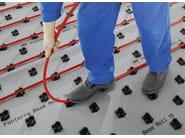 FONTERRA BASE ROLL 15 I nuovi pannelli modulari Fonterra sono dispiegabili e garantiscono massima tenuta al tubo di polibutilene grazie alle clip preinstallate. (Foto: Viega)