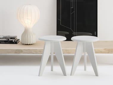Low solid wood stool 2600