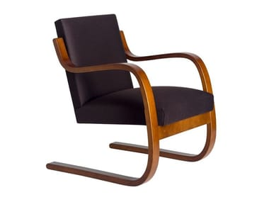 Cantilever wooden armchair with armrests 402 | Armchair