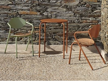 Stackable metal garden chair with armrests ARPA