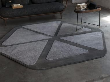 Contemporary style handmade synthetic fibre rug with geometric shapes BLUME