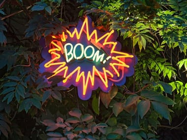 Lettera luminosa da parete al neon BOOM