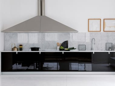 Linear glossy black lacquer fitted kitchen CINA | Kitchen