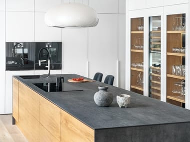 Lacquered custom kitchen with island CITY 2