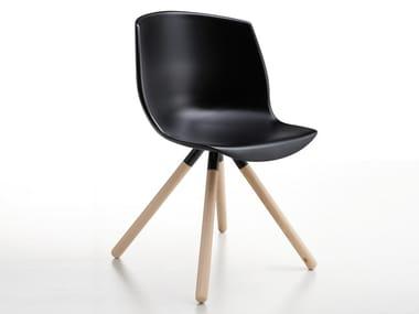 Sedia ergonomica su trespolo in legno e poliuretano COCOON | Sedia in poliuretano