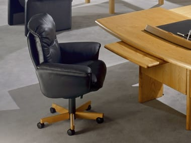 Leather executive chair with 5-spoke base with armrests COMMODORE | Executive chair