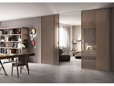Sliding tempered glass movable wall DELINEO