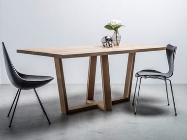 Dining table made of solid oak DIAMOND