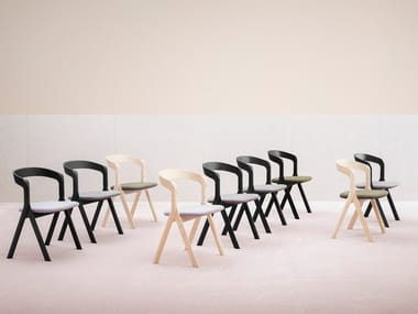 Sedia in legno con braccioli DIVERGE | Sedia