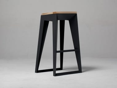 Steel and wood barstool E1