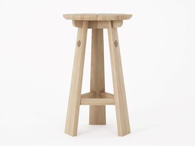 Sgabello alto in legno massello con poggiapiedi EAST | Sgabello alto