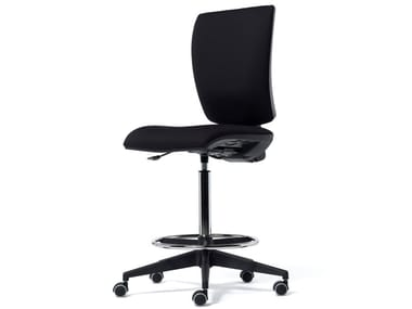 Fabric office stool with 5-Spoke base with castors FIVE | Office stool