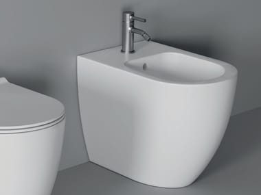 Floor mounted ceramic bidet FORM SQUARE | Floor mounted bidet