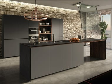 Fitted kitchen with lacquered doors FORMA MENTIS - LACQUERED DOOR