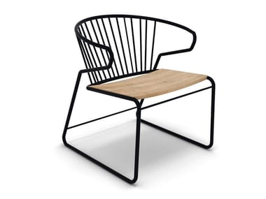 Sled base metal and oak chair with armrests GABBIA