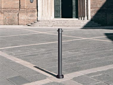 Cast iron bollard post with chains GILIA | Bollard