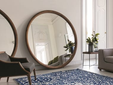 Freestanding round mirror with wooden frame GIOVE | Walnut mirror