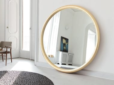 Freestanding round mirror with gold leaf frame GIOVE | Gold leaf mirror