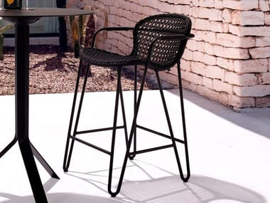 High stackable aluminium stool with armrests FIZZ | High stool