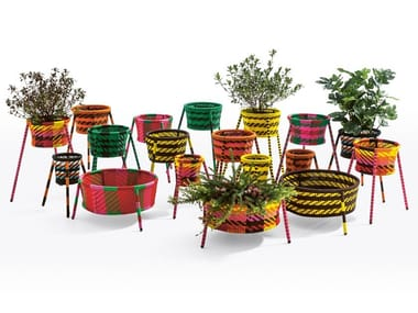Painted steel and polyethylene handwoven thread baskets JARDIN SUSPENDU