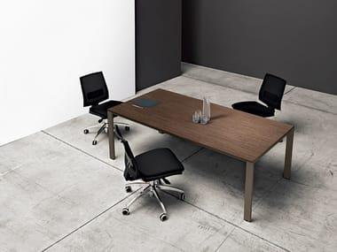 Scrivania / tavolo da riunione in legno K-WORD | Scrivania