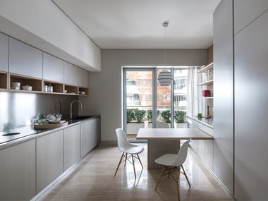 Linear kitchen on two sides with an overhanging table K6 | Linear kitchen developed on 2 sides
