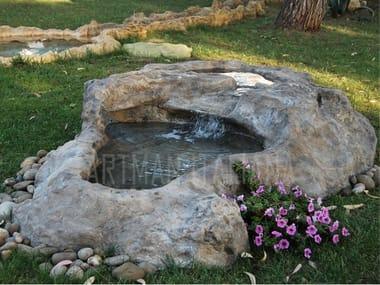 Fontana in pietra ricostruita con cascata LAGHETTI ARTIFICIALI MONOBLOCCO
