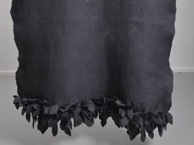 Plaid lavorato a mano in feltro di lana LEAF EDGE DIP DYED