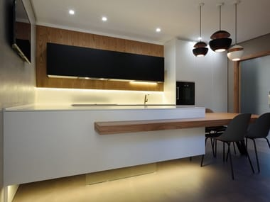 Custom kitchen with peninsula LINE 2