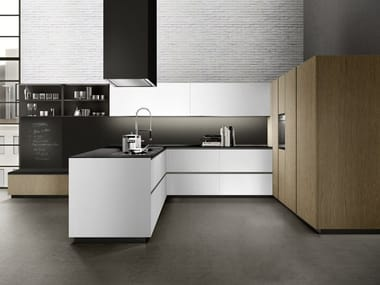 Lacquered kitchen with integrated handles with peninsula LINEA 02